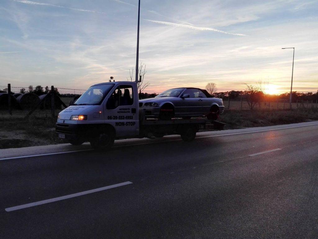 Autómentés autópályán