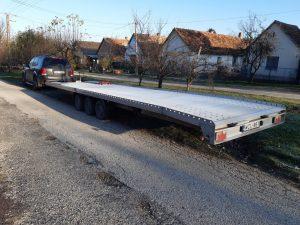A tréleres autómentés során lehetőség van több jármű szállítására is.